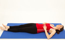 The woman is exercising on a mat Royalty Free Stock Photos