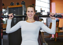 Woman exercising on shoulder press Royalty Free Stock Images