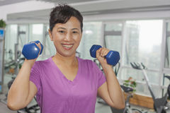 Woman exercising with weights Royalty Free Stock Photography