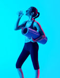 Woman exercsing fitness exercices drinking Royalty Free Stock Images