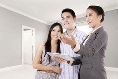 Woman explaining new property to her customer Royalty Free Stock Photo