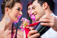 Woman flirting with barkeeper Royalty Free Stock Photos