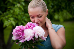 Woman with flowers in the hand Royalty Free Stock Photography