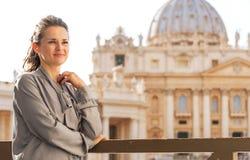 Woman in front of basilica di san pietro Royalty Free Stock Photos