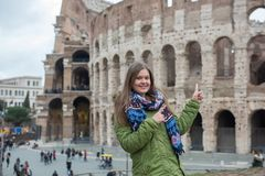 Woman in front of Colosseum, Rom royalty free stock images