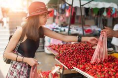 Woman at the fruit and vegetable market Royalty Free Stock Photos