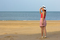 Woman full length with beach front Royalty Free Stock Photo