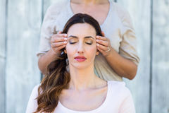 Woman getting reiki therapy Royalty Free Stock Images