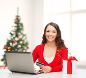 Woman with gift, laptop computer and credit card Royalty Free Stock Photos