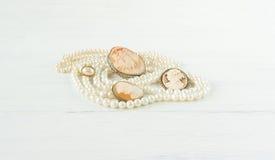 Woman& x27; gioielli di s Fondo d'annata dei gioielli  Disposizione piana, vista superiore Immagini Stock Libere da Diritti