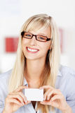 Woman with glasses showing card Royalty Free Stock Images