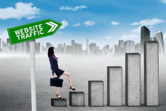 Woman with graph of website traffic Royalty Free Stock Images