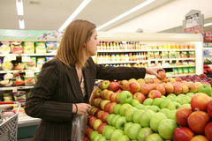 Woman Grocery Shopping Royalty Free Stock Photos