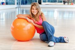 Woman at the gym smiling Royalty Free Stock Photography