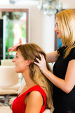 Woman at the hairdresser Royalty Free Stock Photos