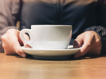 Woman hand holding Coffee cup Royalty Free Stock Photography