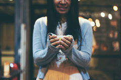 Woman hand holding a cup of green tea Royalty Free Stock Photography