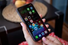 Free Woman Hand Holding IPhone 11 Widgets Home Screen IOS 14 Stock Photography - 193596092