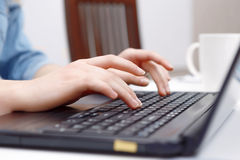 Woman hands typing on a laptop Royalty Free Stock Photos