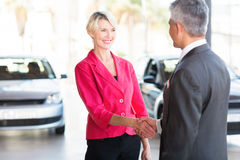 Woman handshaking car dealer Royalty Free Stock Photography