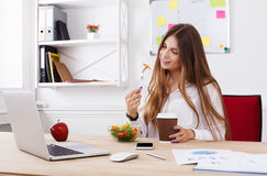 Woman has healthy business lunch in modern office interior Stock Photography