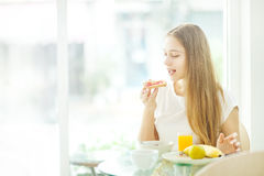 Woman having a breakfast at cafe Royalty Free Stock Photo