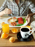 A woman is having breakfast Royalty Free Stock Photos