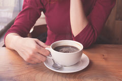 Woman having coffee in cafe Royalty Free Stock Photos