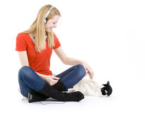 Woman in headphones relaxing with her lovely cat Royalty Free Stock Images