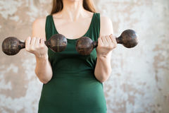 Woman with heavy dumpbells Royalty Free Stock Photography
