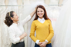 Woman helps the bride in choosing bridal veil Royalty Free Stock Images