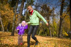 Woman  with her daughter in the autumn park Royalty Free Stock Photography