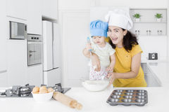 Woman and her daughter make cake Royalty Free Stock Photography