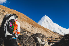 Woman hiking with backpack in Himalaya Mountains. Trekking to Ev Royalty Free Stock Photos