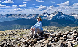 Woman hiking in mountains. Royalty Free Stock Photos