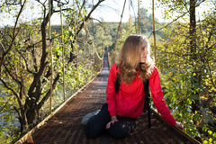 Woman hiking resting on the suspension bridge Royalty Free Stock Photos