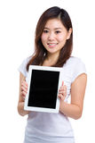 Woman hold digital tablet Royalty Free Stock Photos