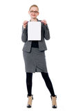 Woman holding blank card Royalty Free Stock Photography