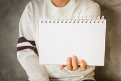 Woman holding a blank notepaper Royalty Free Stock Image