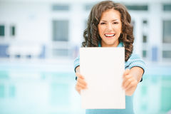 Woman holding blank paper Royalty Free Stock Images