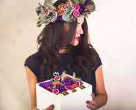 Woman holding a box with flowers and macaroon cookies Royalty Free Stock Photos