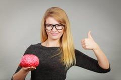 Woman holding brain having idea Royalty Free Stock Image
