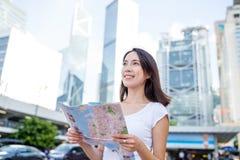 Woman holding a city map in Hong Kong Royalty Free Stock Photos
