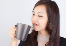 Woman holding coffee mug Royalty Free Stock Photos