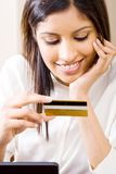Woman holding credit card Royalty Free Stock Photos