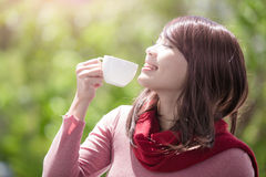 Woman holding cup in winter Royalty Free Stock Photos