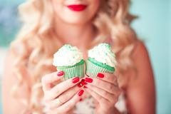 Woman holding cupcakes Royalty Free Stock Photography