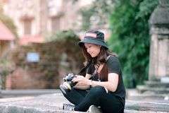 Woman Holding Dslr Camera Royalty Free Stock Photography