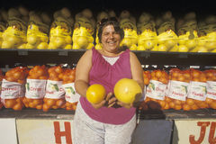 Woman holding grapefruits Royalty Free Stock Images