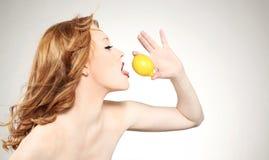 Woman holding a lemon Royalty Free Stock Photos